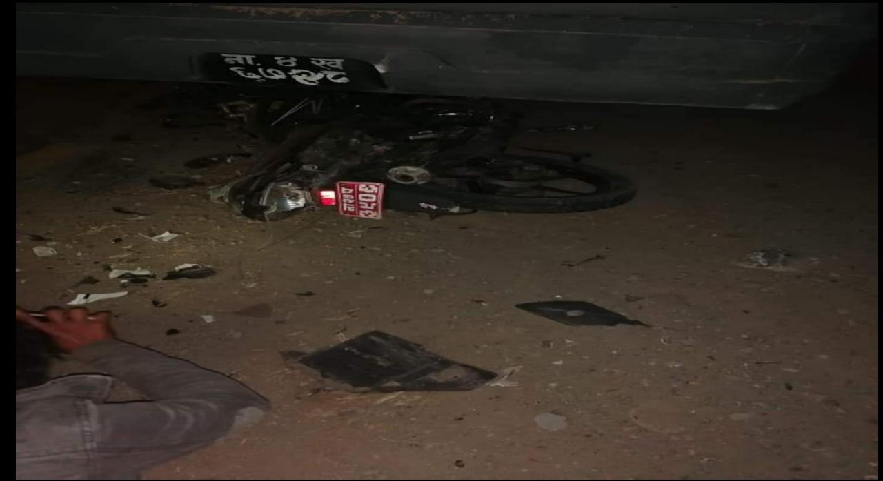 पुर्वी चितवनमा बसमा बाइक ठोक्किदा बाइकमा सवार एक युवकको मृत्यु