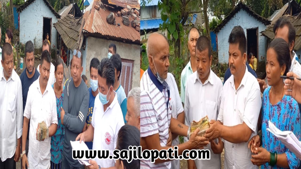 आगलागी पिडित झा परिवारलाई स्थानीयहरुद्वारा १,६६,५८५ रुपैयाँ रकम संकलन